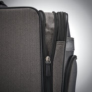 Hartmann Herringbone Deluxe Medium Journey Expandable Spinner in the color Black Herringbone.