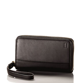 Hartmann Belting Wristlet in the color Heritage Black.